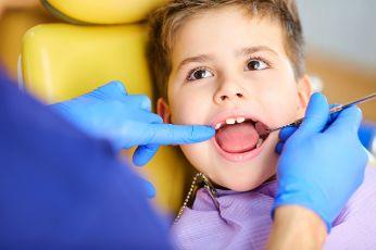 Little boy seeing a dentist after a pediatric dental emergency